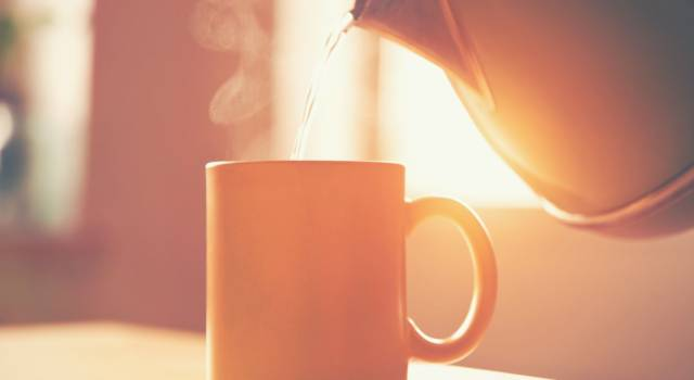Hot water on an empty stomach: does it really work?