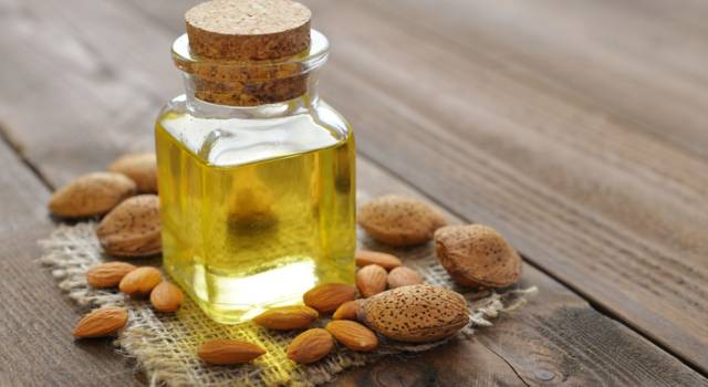 All the benefits and uses of sweet almond oil