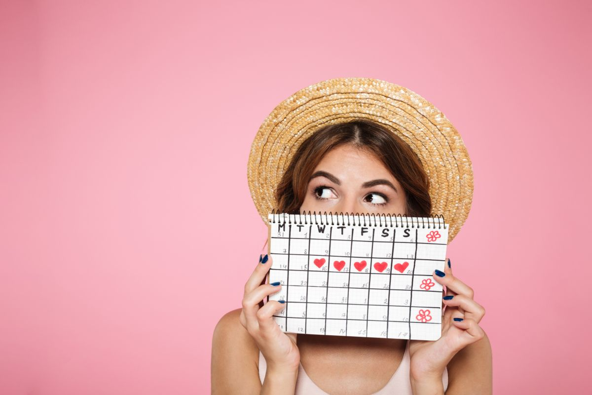 woman with cycle calendar
