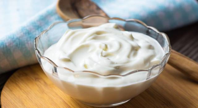 Greek yogurt, the properties and benefits of a product rich in proteins