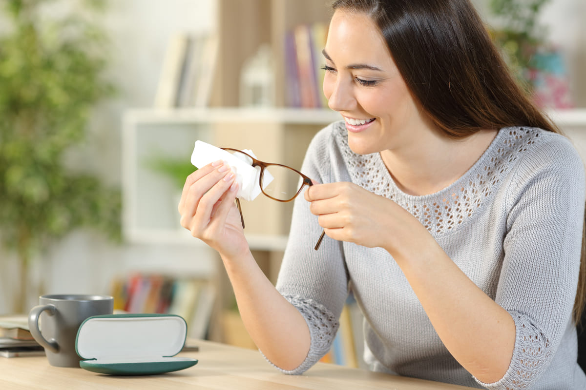 woman cleans glasses