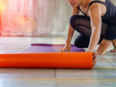 Yoga at home: useful tips to start practicing it