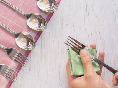 Polishing silver cutlery and jewelry? Make them shine with grandma's advice!