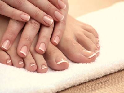 Yellow nails: why it happens and how to fix it with grandma's advice