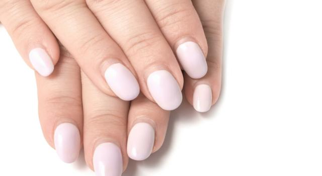 How to hide the regrowth after nail reconstruction?