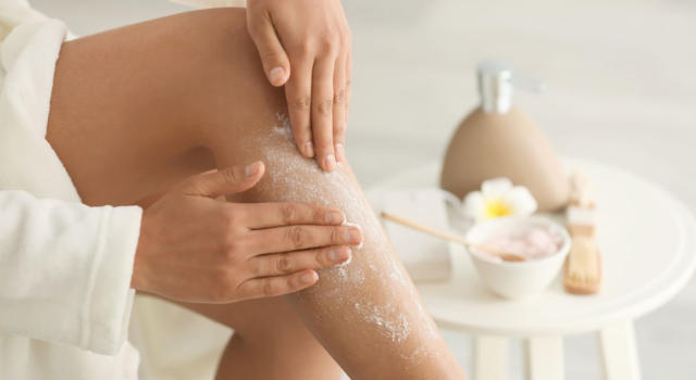 Leg scrub: what it is and how to make it at home to have more beautiful legs