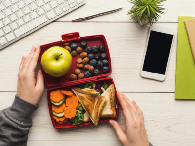 What to eat for lunch at the office? Tips for a healthy meal