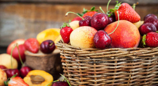 May fruit in season: which one to choose to eat in a healthy and natural way