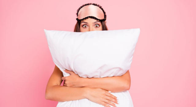 Sleeping without a pillow: the pros and cons you should know