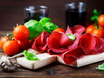 Do you want to lose a size in two weeks? Here comes the bresaola diet