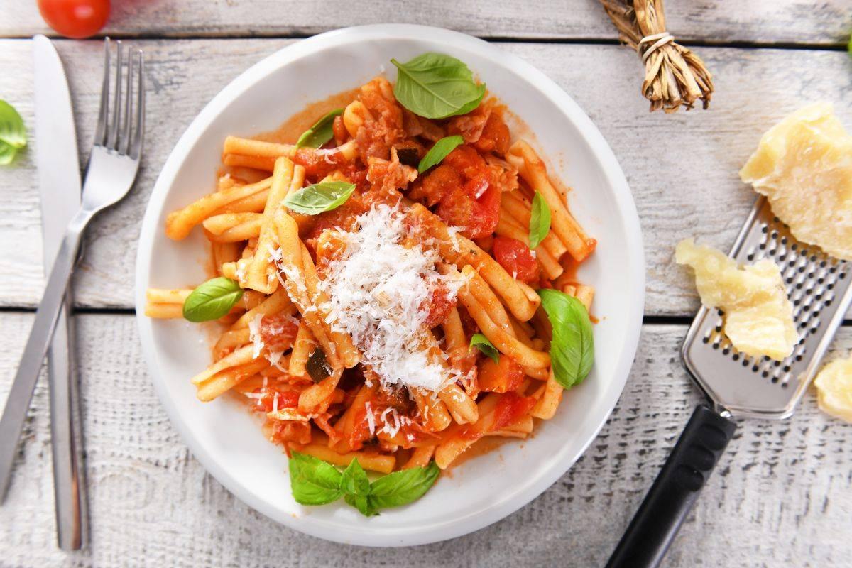 Pasta with pepper cream and gorgonzola