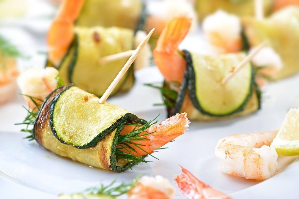 Zucchini and shrimp rolls