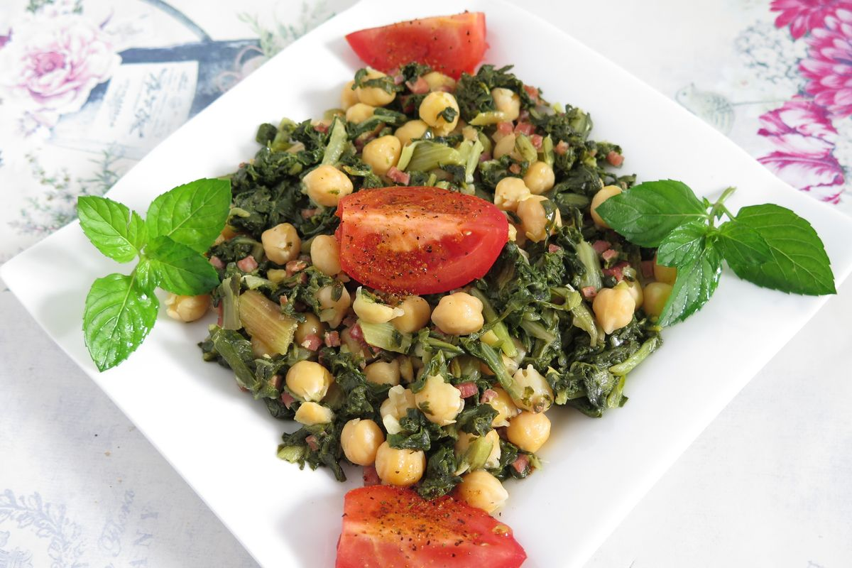 Swiss chard with chickpeas and tomato