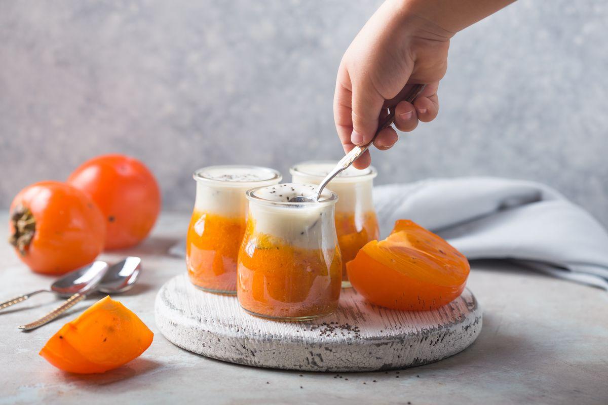 Persimmon cream with yogurt