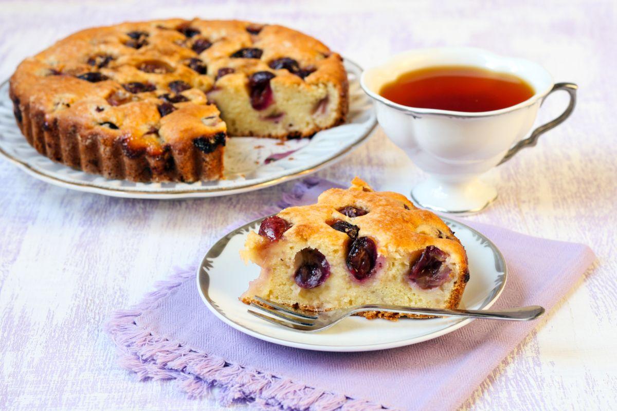 bertolina cake with grapes