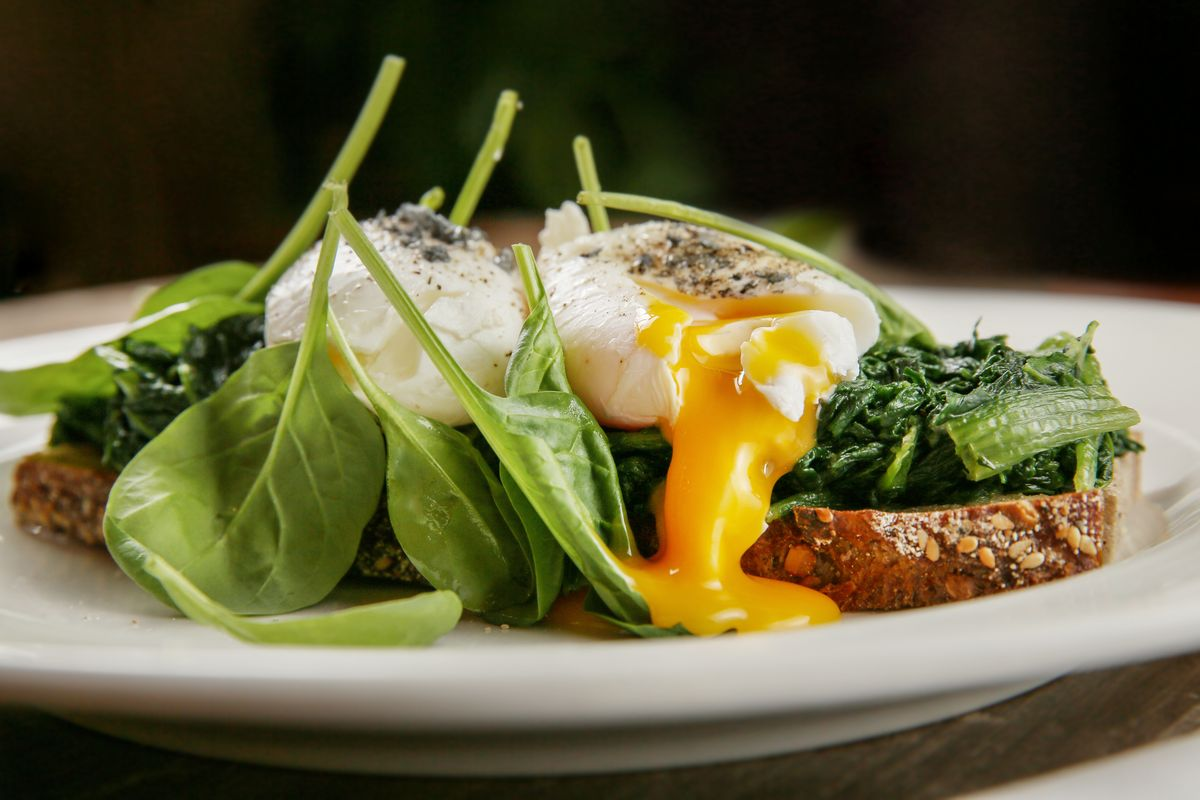 Poached egg with Jerusalem artichoke puree spinach