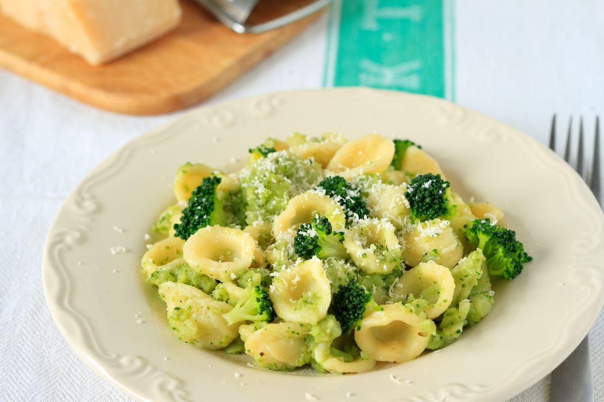 Orecchiette with chickpeas and broccoli